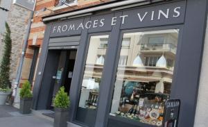 Vitrine de Fromages et Vins